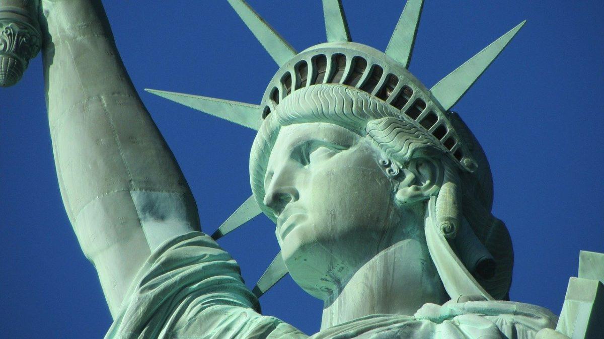 Stati Uniti: l'avv. Antonella Brancaccio Balzano ci spiega l'ordine di Trump per l'ingresso degli immigrati.