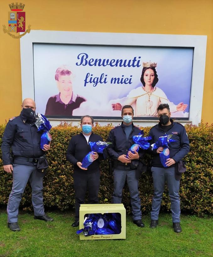 Vibo, la Polizia consegna uova pasquali ai reparti pediatrici e oncologici