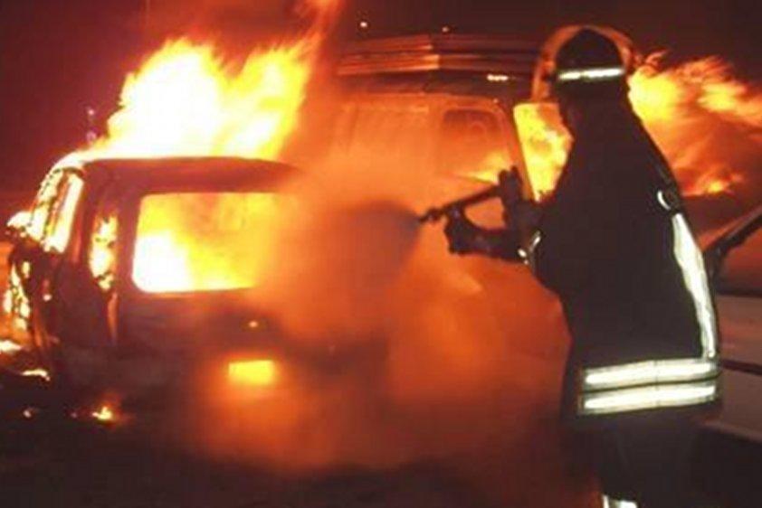 Tropea: in fiamme nella notte l'auto di Alfonso del Vecchio ex assessore della provincia di Vibo Valentia