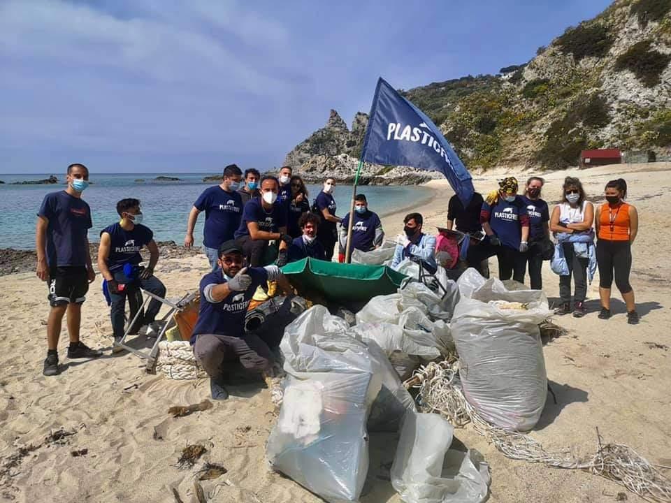 Plastic Free a Grotticelle: chili di plastica hanno lasciato per sempre la spiaggia