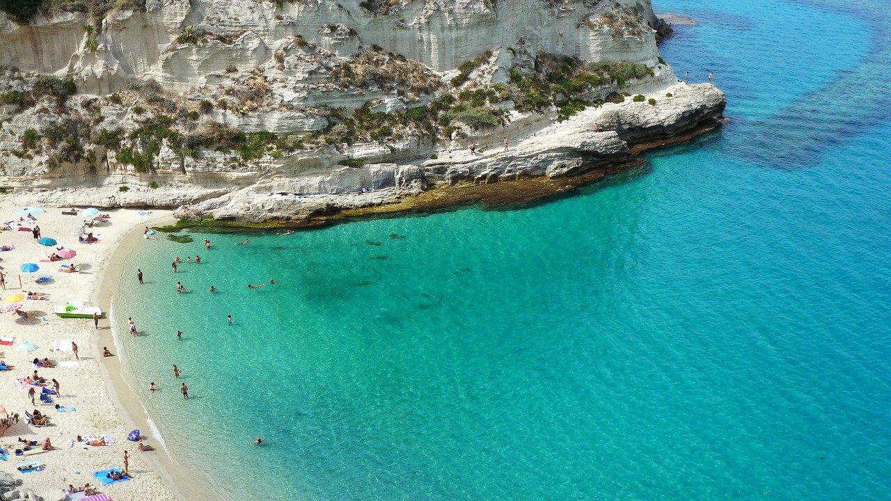 Viaggiando Italia: Tropea, una delle 5 spiagge più rilassanti d'Italia