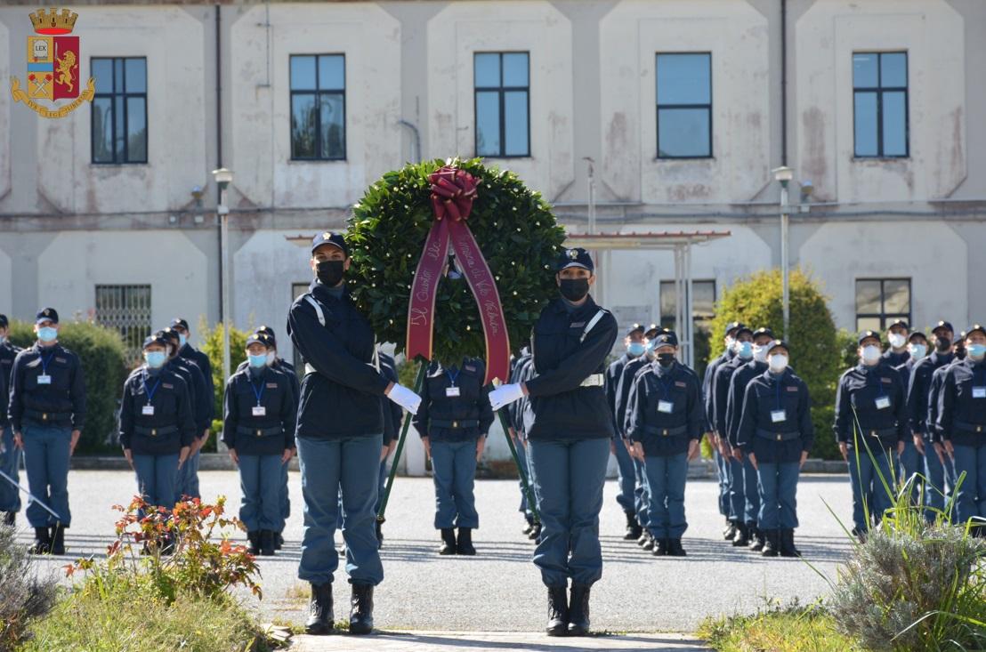 La Polizia festeggia il suo 169° anniversario. Corona d'alloro deposta davanti la scuola di Vibo