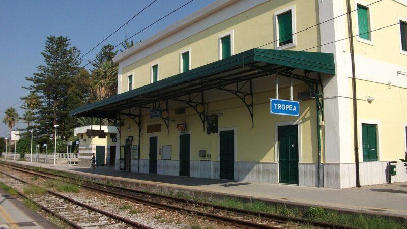 In treno per la Costa degli Dei: dal 13 giugno torna Tropea Line