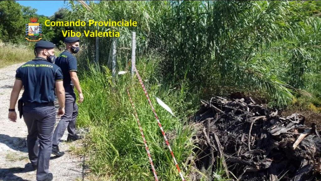 Guardia di finanza: smaltivano rifiuti illegalmente, denunciate 3 persone a Ricadi