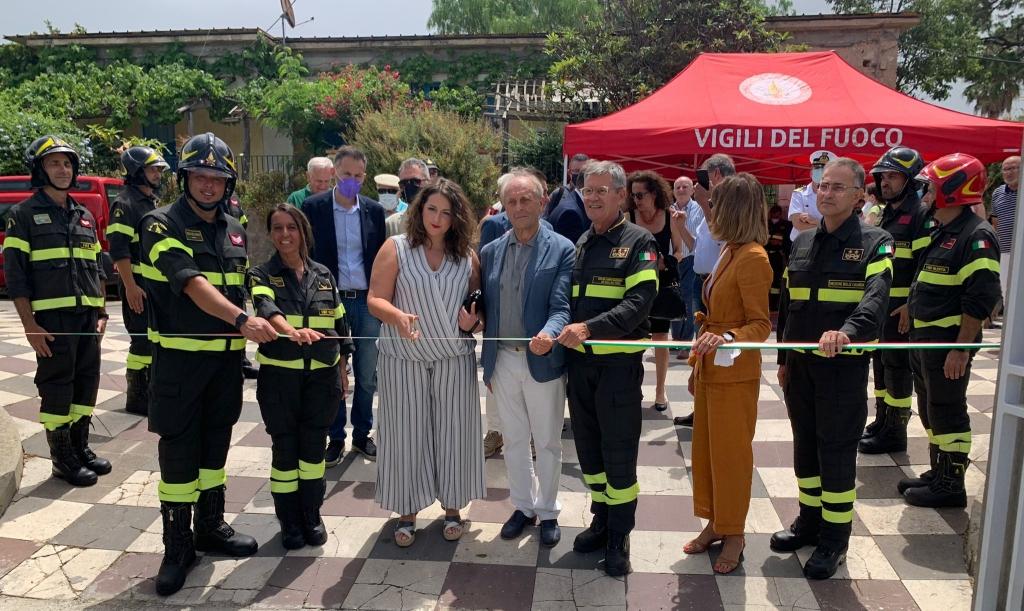 Inaugurazione caserma Vigili del Fuoco: a Brivadi le autorità locali e nazionali hanno tagliato il nastro della struttura