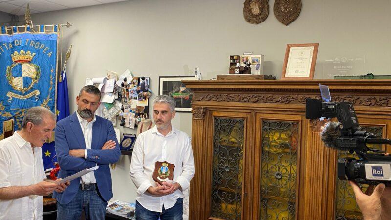 """Tropea riceve il titolo di """"Città del Folklore"""" dalla F.I.T.P."""