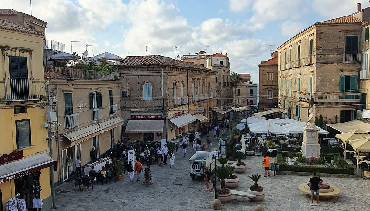 Tropea, il Sindaco Macrì vieta biciclette e monopattini in centro