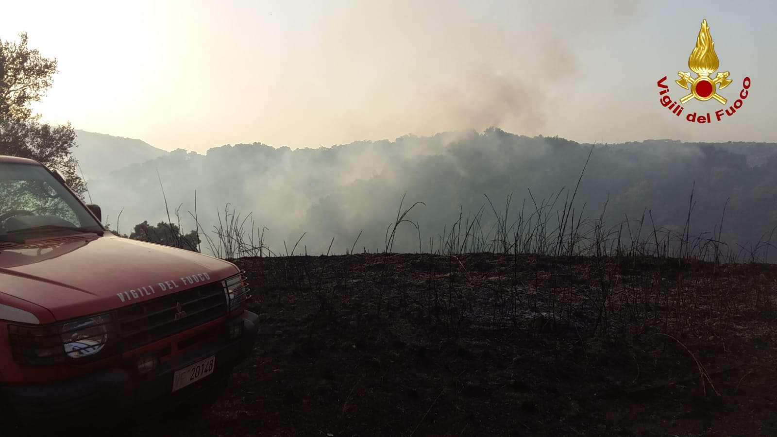 Vigili del fuoco: oltre 25 interventi per incendi boschivi
