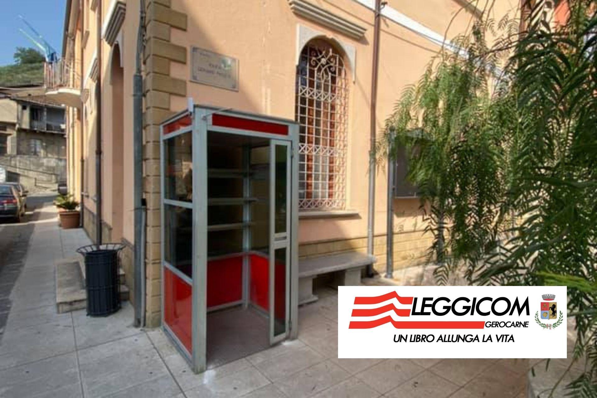 """""""Leggicom"""": l'idea a Gerocarne di trasformare la cabina telefonica in biblioteca"""