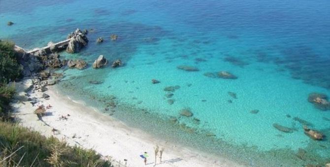 Parghelia, vietato l'accesso alle spiagge dalle 23 alle 6: l'ordinanza del sindaco