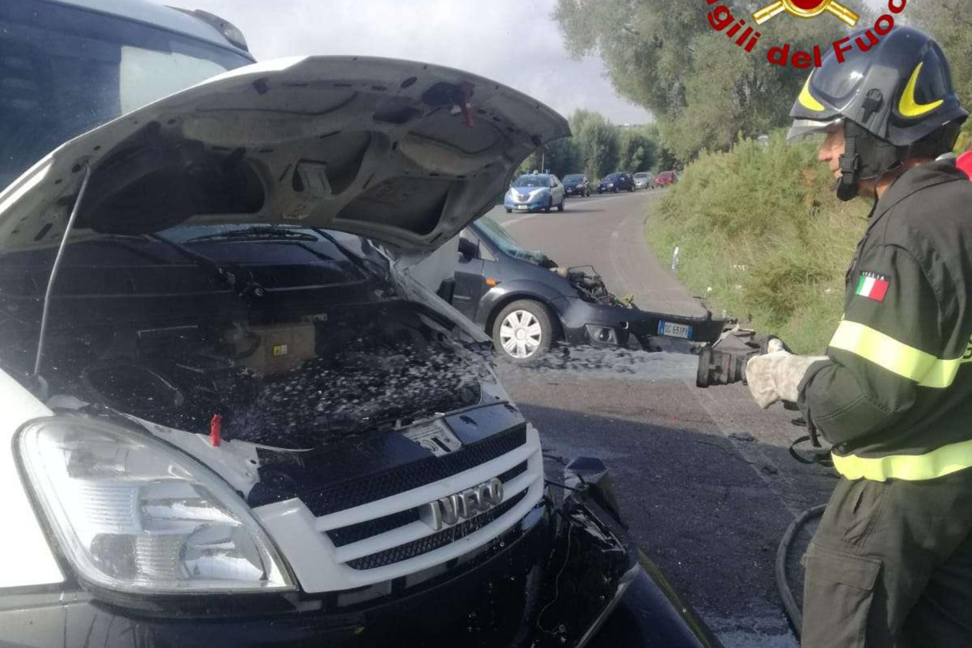 Vibo, scontro tra furgone e auto. Due feriti