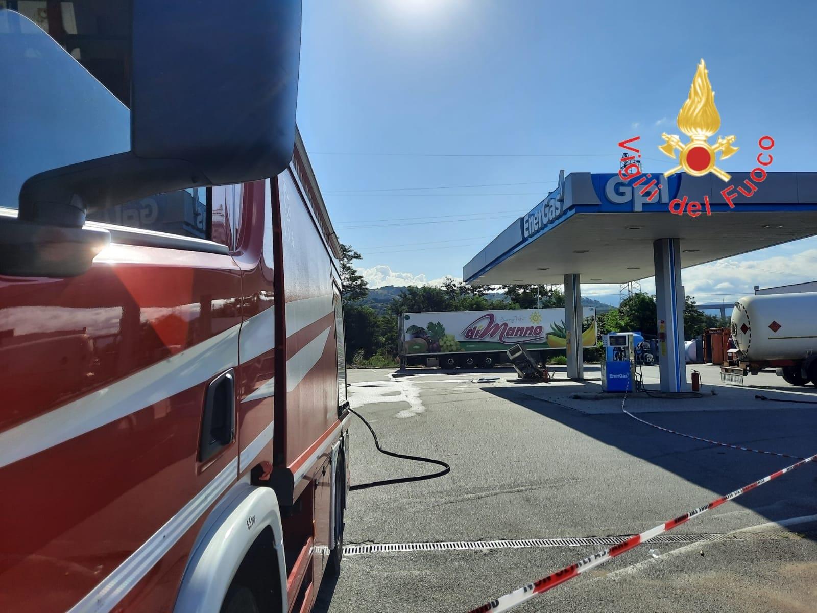Pizzo: intervento dei vigili del fuoco per anomalia ad un serbatoio Gpl