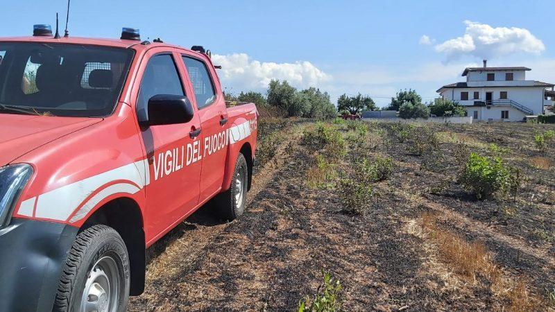 Incendio a Cessaniti: intervento immediato dei vigili del fuoco. Portato in salvo un uomo di 93 anni